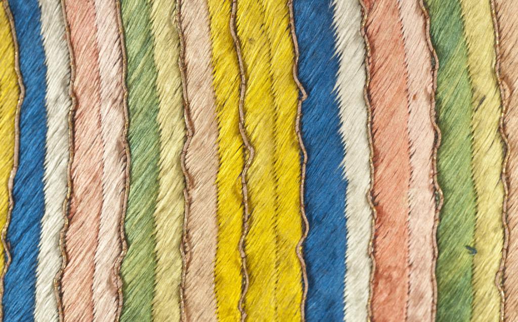 Detalle de la chaqueta con los colores del Universo